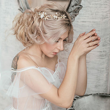 Свадебный салон ручной работы. Ярмарка Мастеров - ручная работа Гребень с цветами и кристаллами, свадебный гребень. Handmade.