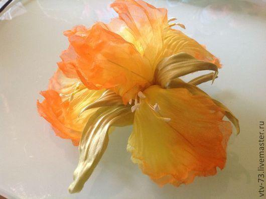 """Цветы ручной работы. Ярмарка Мастеров - ручная работа. Купить Брошь из натурального шелка. """"Ирис"""". Handmade. Оранжевый ирис"""
