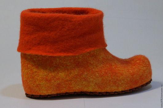 """Обувь ручной работы. Ярмарка Мастеров - ручная работа. Купить Валяные тапочки """"Золотистые"""", из серии """"Детские ножки. Для девочек"""". Handmade."""