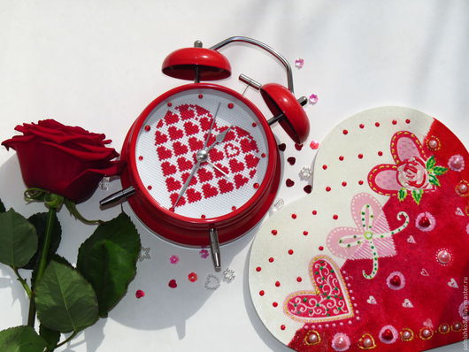 """Часы для дома ручной работы. Ярмарка Мастеров - ручная работа. Купить Будильник """"Сердце Ангела"""". Handmade. Ярко-красный, вышивка"""