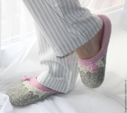 """Обувь ручной работы. Ярмарка Мастеров - ручная работа. Купить """"Нежнее нежного"""" валяные тапочки из овечьей шерсти. Handmade. нежность"""