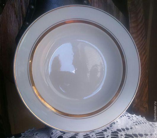...большая, основательная и, вместе с тем - легкая, тарелка для первых блюд, производства фз. `ЗиК`, прошлый век....Советский Союз!!!