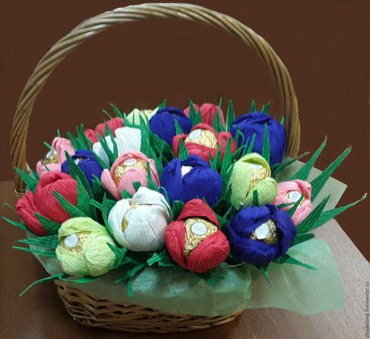 """Букеты ручной работы. Ярмарка Мастеров - ручная работа. Купить Корзина цветов с конфетами """"Цветочная полянка"""". Handmade. Комбинированный"""