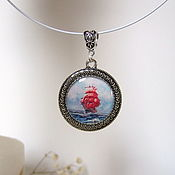 Украшения handmade. Livemaster - original item Round Pendant made of Epoxy Resin Locket Scarlet Sails, Assol green. Handmade.