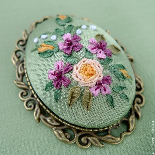 Броши ручной работы. Ярмарка Мастеров - ручная работа. Купить Брошь с вышивкой шелковыми лентами Всегда весна. Handmade. Розы