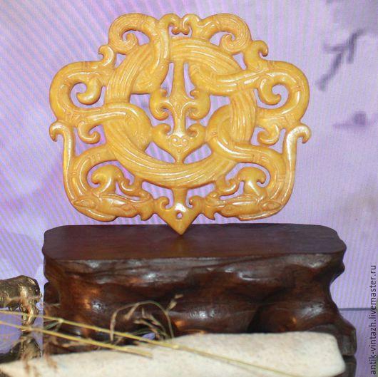 Винтажные украшения. Ярмарка Мастеров - ручная работа. Купить Резная подвеска из нефрита. Handmade. Желтый, красивое украшение, каменная подвеска