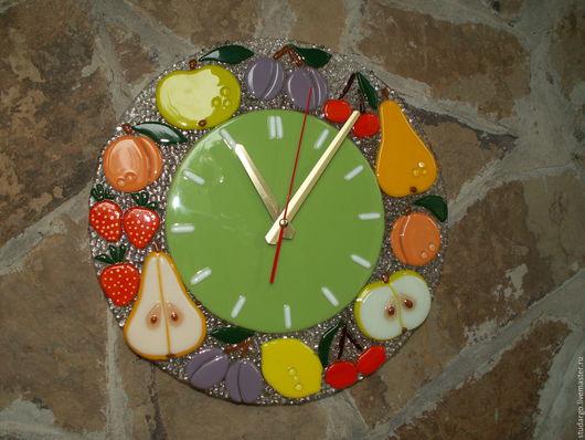 """Часы для дома ручной работы. Ярмарка Мастеров - ручная работа. Купить Фьюзинг """"Часы настенные """"Фруктовый микс 2"""". Handmade."""