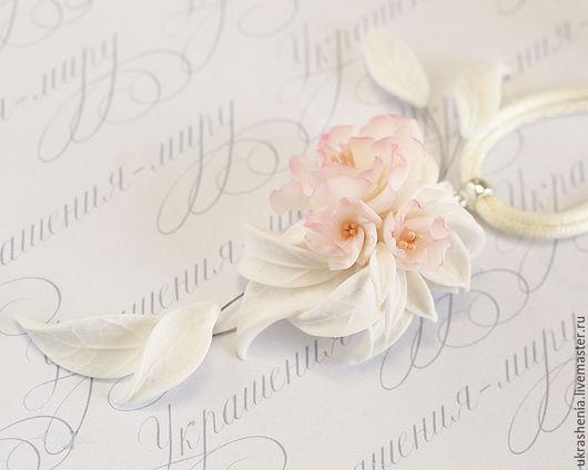 Нежный кулон с цветами белых пионов с розовой тонировкой из полимерной глины. Цена 1000р Бижутерия для бальных танцев в юниорах 1.