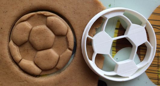 """Кухня ручной работы. Ярмарка Мастеров - ручная работа. Купить Форма для печенья """"Футбольный мяч"""". Handmade. Комбинированный, разноцветный"""
