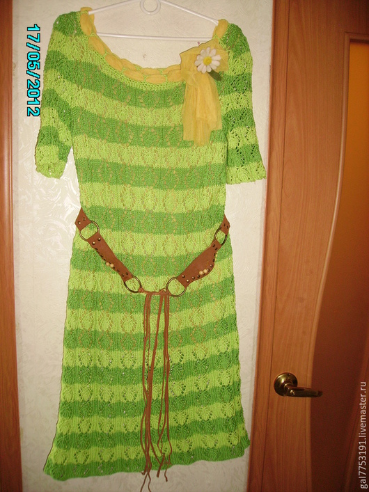 Это платье размера 52-54.Очень удачная модель,т.к.  удобная для жаркого лета.Фасон полуприлегающий ,выгодно подчеркивает достоинства фигуры и скрывает недостатки