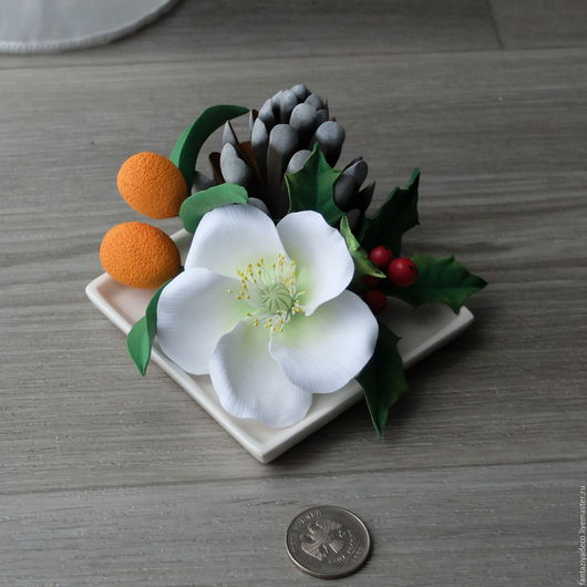 Новый год 2017 ручной работы. Ярмарка Мастеров - ручная работа. Купить Новогодняя композиция с шишкой и морозником из полимерной глины. Handmade.