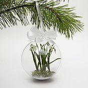 Подарки к праздникам ручной работы. Ярмарка Мастеров - ручная работа Елочный шар с подснежниками. Handmade.