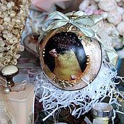Новогодние сувениры ручной работы. Ярмарка Мастеров - ручная работа Новогодние сувениры: Новогодняя игрушка Елочные шары с птицей. Handmade.