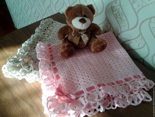 Пледы и одеяла ручной работы. Ярмарка Мастеров - ручная работа. Купить Детский вязаный ажурный плед с атласной лентой крючком + подарок. Handmade.