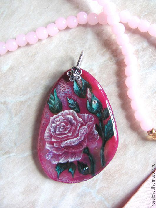 Кулон `Розы`.Роспись на камне. Катерины Аксеновой. кулон с розой,кулон роспись на камне роза,лаковая миниатюра,украшение на шею, живопись маслом на кулоне.роспись на камне живопись маслом на кулоне