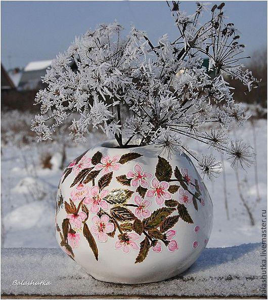 """Вазы ручной работы. Ярмарка Мастеров - ручная работа. Купить Вазочка """"Весна в заснеженном саду"""". Handmade. Бледно-розовый, шмель"""