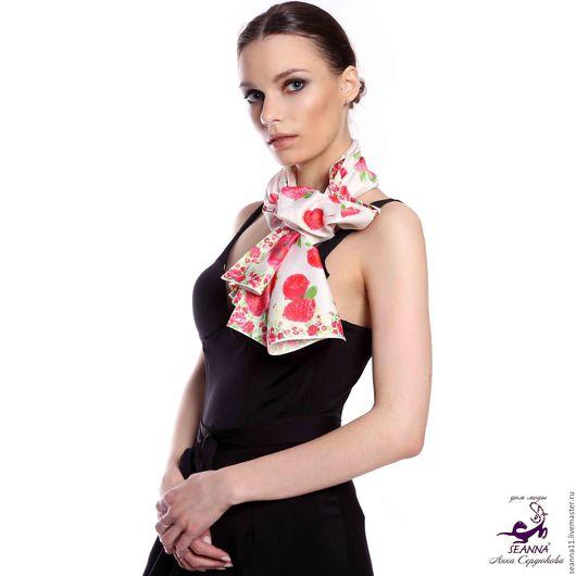 Дизайнер Анна Сердюкова (Дом Моды SEANNA).  Роскошный шелковый шарф с авторским принтом `Сочная Малина`. Размер шарфа - 45х140 см.  Цена - 3500 руб.