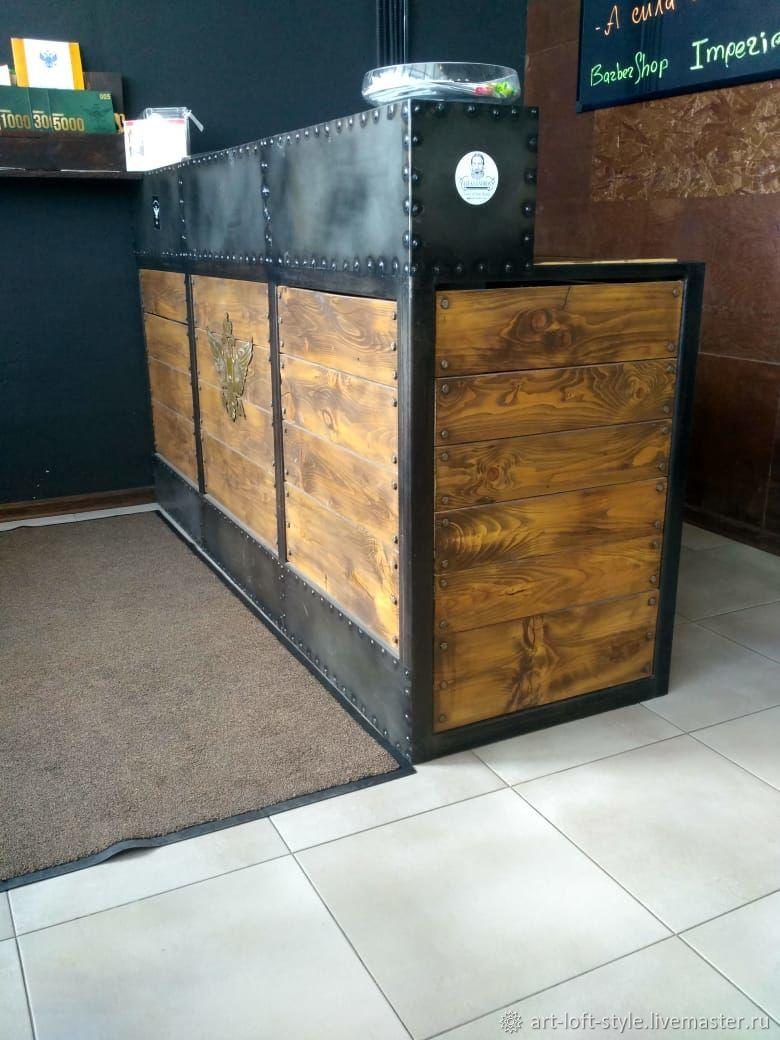 Ресепшн в стиле лофт. Брутальный представитель индустриального лофта. Ресепшн из стали и дерева на заказ для стильных интерьеров. Купить ресепшн лофт в Москве от производителя.