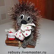 Куклы и игрушки ручной работы. Ярмарка Мастеров - ручная работа Ежик с узелком и баночкой варенья. Handmade.