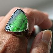 Ярко-зеленое кольцо из морского стекла (19,5)