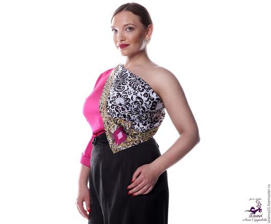 Дизайнер Анна Сердюкова (Дом Моды SEANNA).  Эффектный платок с авторским принтом `Королевский орнамент в аметистовой рамке`. Размер платка - 75х75 см. Цена - 2900 руб.