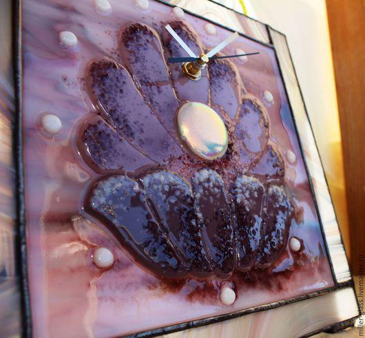 """Часы для дома ручной работы. Ярмарка Мастеров - ручная работа. Купить Часы """"Жемчужина""""  стекло. Handmade. Сиреневый, витражные часы"""