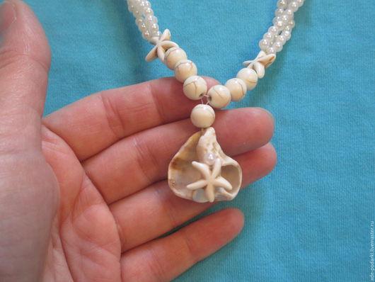 На этом фото вы можете полюбоваться на морскую раковину из Израиля - изюминку белоснежного колье`В пене морской`