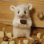 Куклы и игрушки ручной работы. Ярмарка Мастеров - ручная работа Мышонок с шоколадкой. Handmade.