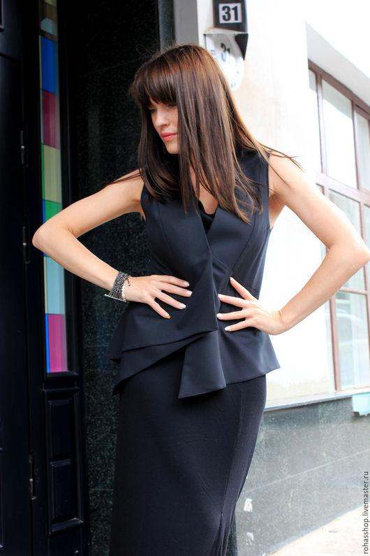 R00071 Жилет черный шерстяной жилет стильный жилет модный жилет,  красивый жилет на вечернику. Одежда нарядная на выход.Ассиметричный дизайн, смелое решение