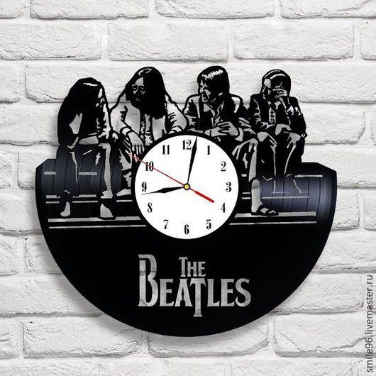 """Часы для дома ручной работы. Ярмарка Мастеров - ручная работа. Купить Часы из пластинки """"The Beatles"""". Handmade. Черный"""