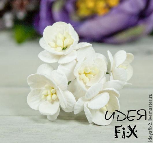 Диаметр цветка около 25 мм. Длина проволочного стебелька 5,5 см.  Цена указана за букетик из 5 шт.