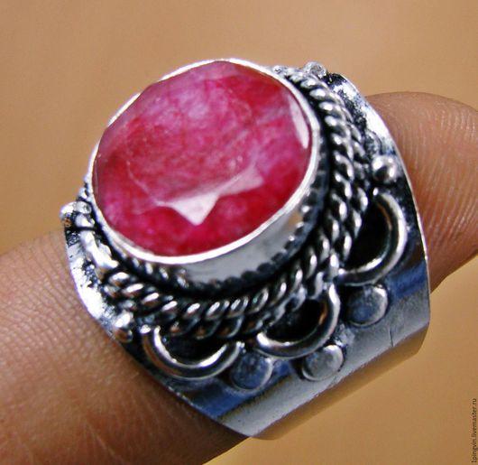 Кольцо с рубином. Размер 18,7