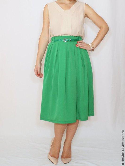 Юбки ручной работы. Ярмарка Мастеров - ручная работа. Купить Ярко зеленая юбка миди юбка с карманами, юбка ниже колена. Handmade.