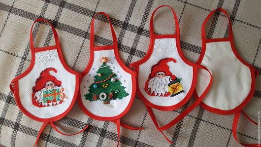 Новый год 2017 ручной работы. Ярмарка Мастеров - ручная работа. Купить Фартучки на бутылку Дед Мороз. Handmade. Вышивка