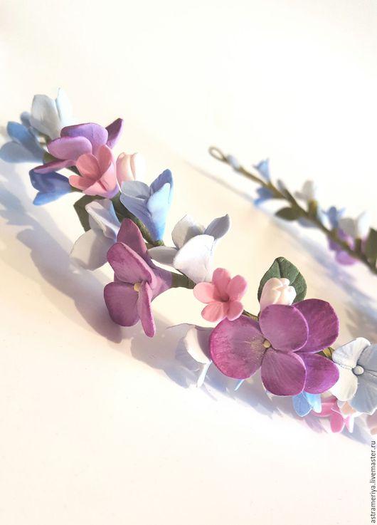 Диадемы, обручи ручной работы. Ярмарка Мастеров - ручная работа. Купить Венок на голову с цветами из полимерной глины Фиалки и гортензия. Handmade.