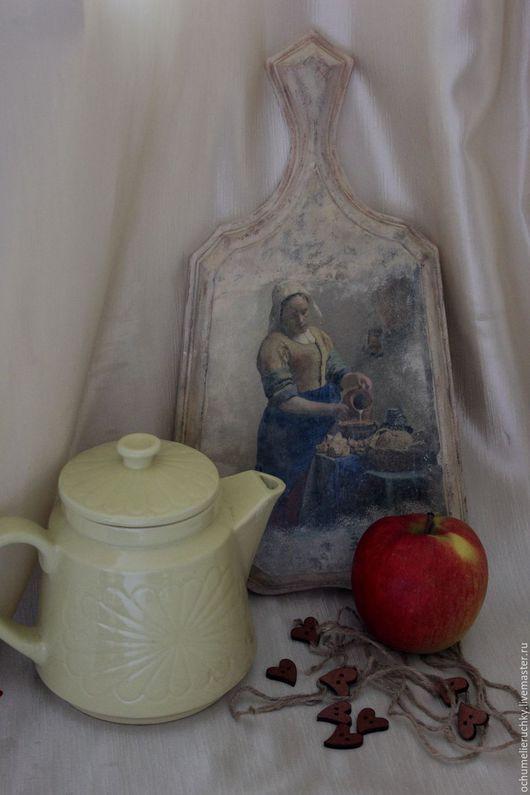 Доска разделочная `Молочница` декупаж, массив липы, фреска, состаривание