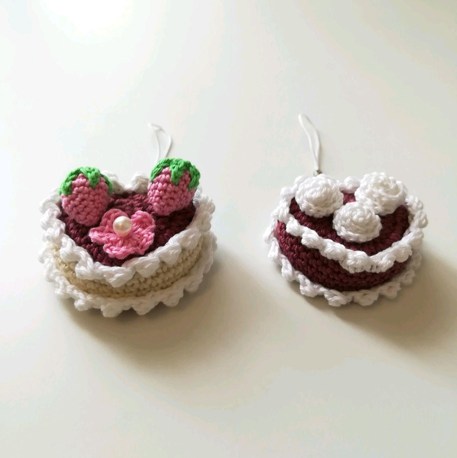 Вязаные пирожные крючком фото