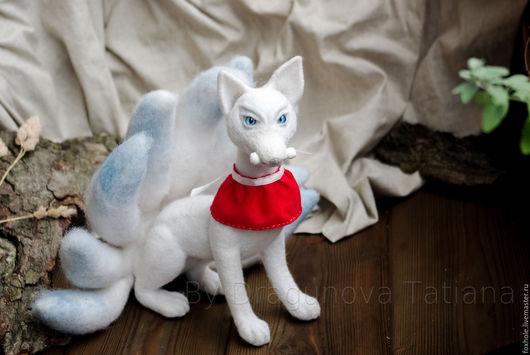 Коллекционные куклы ручной работы. Ярмарка Мастеров - ручная работа. Купить Белый лис девятихвостый кицунэ. Коллекционная статуэтка войлочная. Handmade.