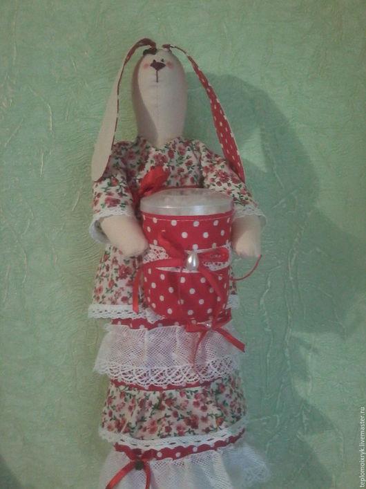 Ванная комната ручной работы. Ярмарка Мастеров - ручная работа. Купить Зайка-хранительница ватных дисков в красном. Handmade. холлофайбер