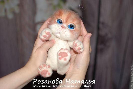 Игрушки животные, ручной работы. Ярмарка Мастеров - ручная работа. Купить Котёнок из шерсти валяный 22 см Ариша с нарядами. Handmade.