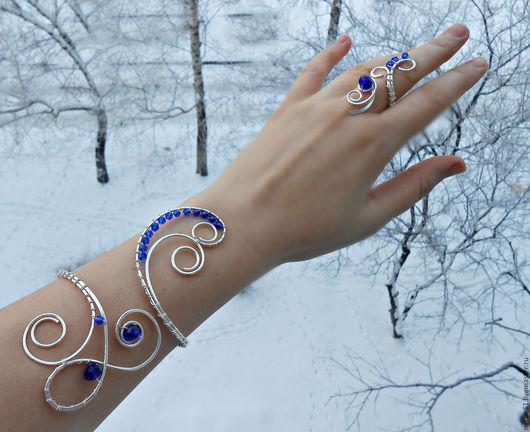 """Браслеты ручной работы. Ярмарка Мастеров - ручная работа. Купить Браслет """"Морозное утро"""" (синий браслет, комплект украшений, выпускной). Handmade."""