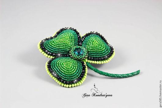 """Броши ручной работы. Ярмарка Мастеров - ручная работа. Купить Брошь """"Клевер"""". Handmade. Зеленый, брошь-цветок, подарок"""