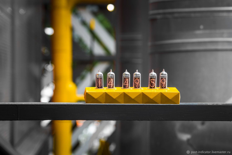 Ламповые часы Сатурн-Б  цветные тип: жёлтые, Часы ламповые, Москва,  Фото №1