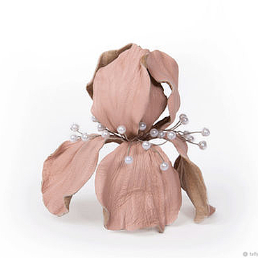 Украшения ручной работы. Ярмарка Мастеров - ручная работа Брошь Ирис из натуральной Итальянской кожи светлый розово -персиковый. Handmade.