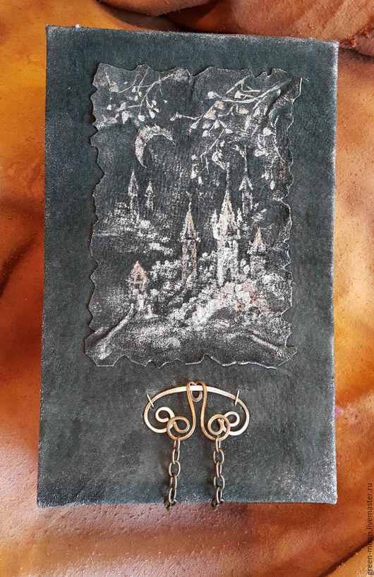 Скетч-бук ручной работы с авторским рисунком на обложке.