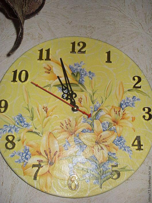 """часы """" Лилии """" на виниловой пластинке"""