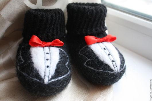 """Обувь ручной работы. Ярмарка Мастеров - ручная работа. Купить Пинеточки  """"Джентельмен"""". Handmade. Черный, пинетки для новорожденных, валяние из шерсти"""