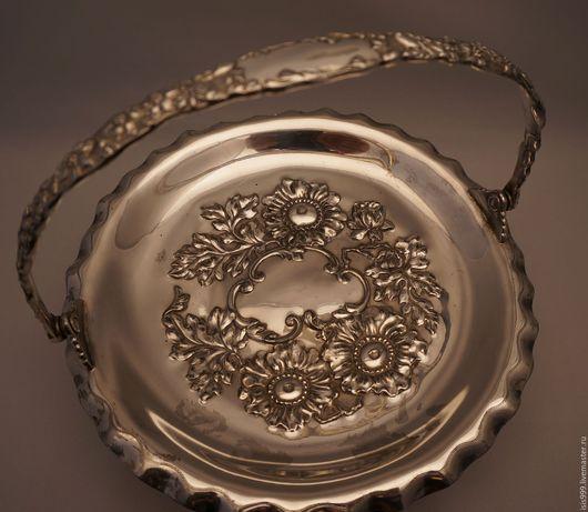 Винтажная посуда. Ярмарка Мастеров - ручная работа. Купить Старинная посеребренная ваза на ножках.. Handmade. Серебряный, антикварная ваза, посеребрение