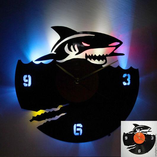 Часы для дома ручной работы. Ярмарка Мастеров - ручная работа. Купить Часы настенные с подсветкой из виниловой пластинки Акула. Handmade.