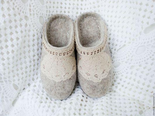 Обувь ручной работы. Ярмарка Мастеров - ручная работа. Купить Тапочки валяные женские бежевые. Handmade. Бежевый, ручная работа